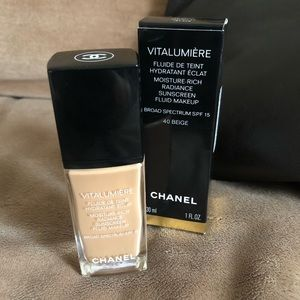 Chanel VitaLumiere Foundation (40 beige)